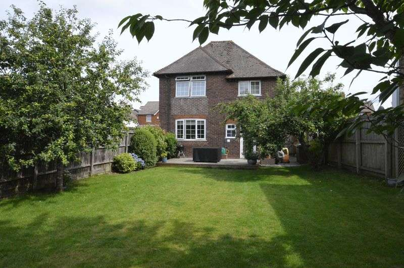 3 Bedrooms Detached House for sale in West Street, Surrey