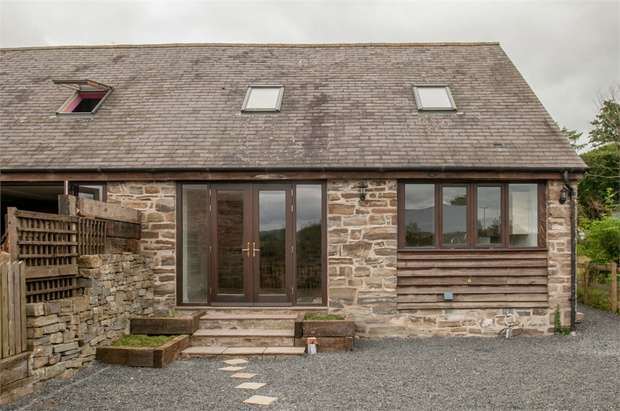 3 Bedrooms Semi Detached House for sale in Church Stoke, Church Stoke, Montgomery, Powys
