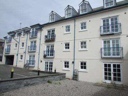 2 Bedrooms Flat for sale in Lower Lux Street, Liskeard, Cornwall
