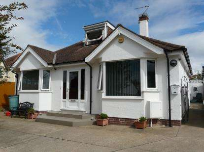 4 Bedrooms Bungalow for sale in Kings Avenue, Paignton