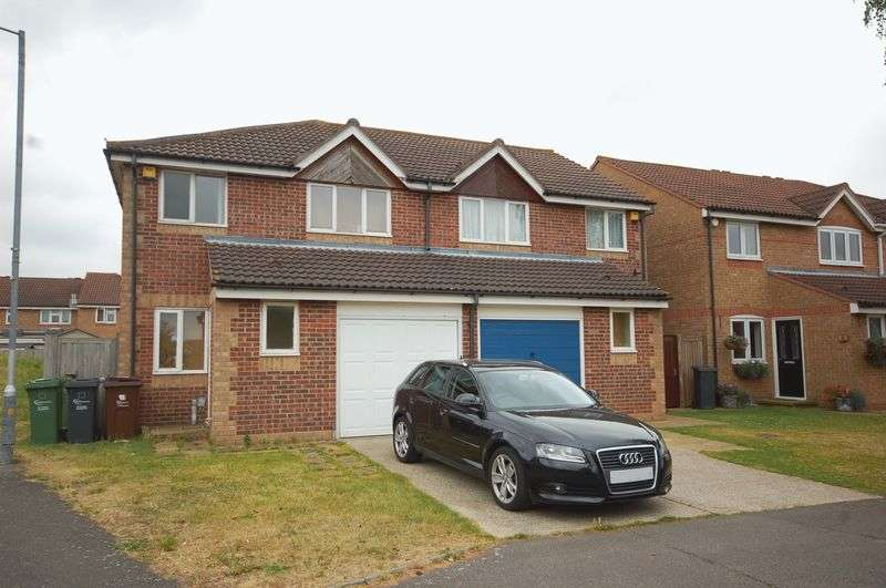 3 Bedrooms Semi Detached House for sale in Clemence Road, Dagenham