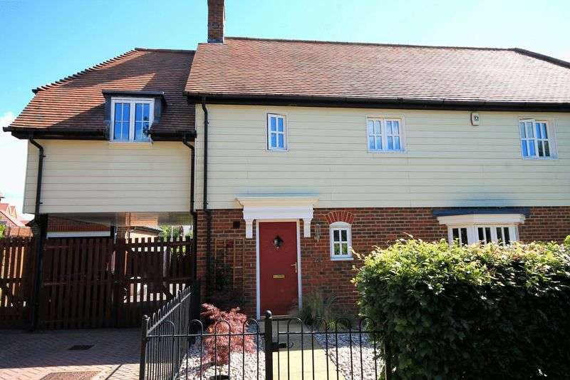 4 Bedrooms Semi Detached House for sale in The Willows, Billingshurst