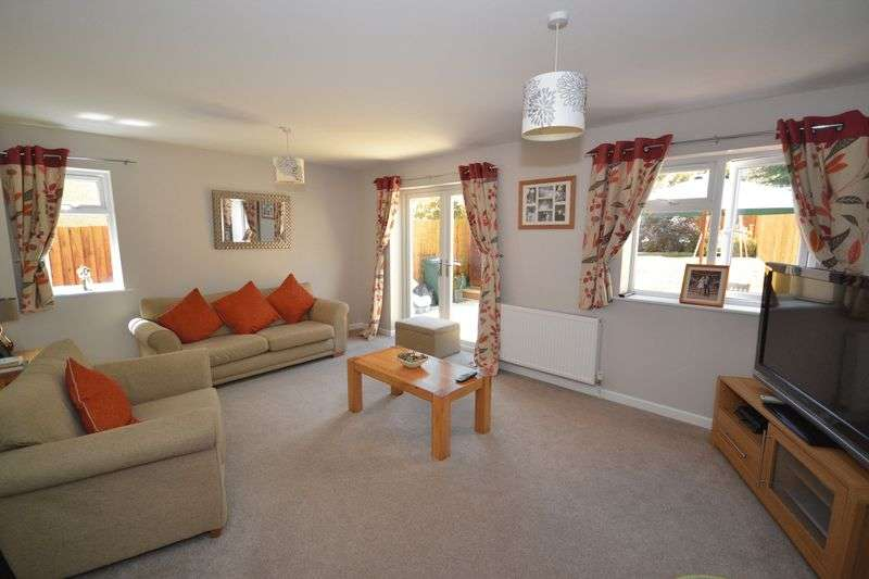 4 Bedrooms Semi Detached House for sale in Brook Road, Warmley, Bristol