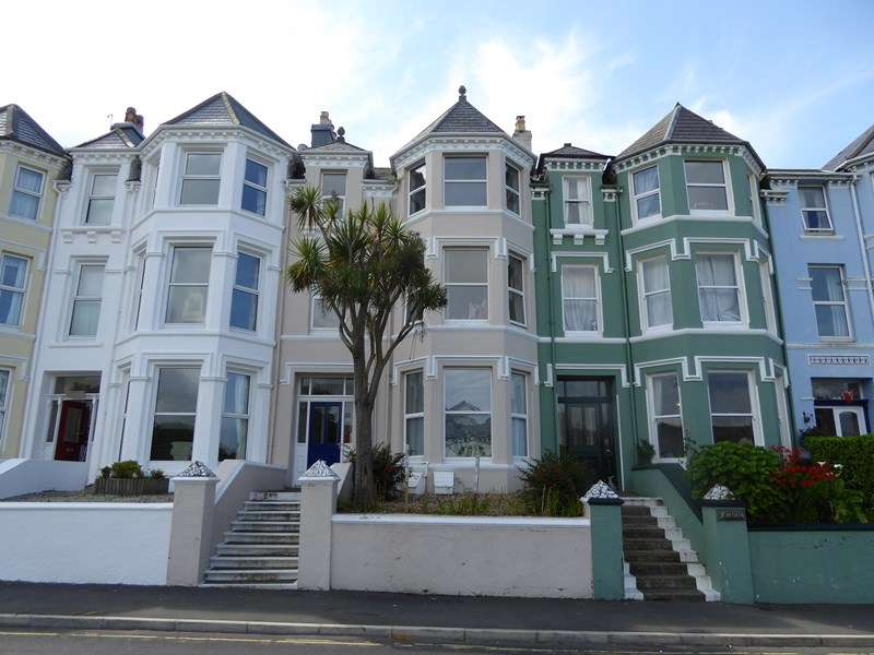 2 Bedrooms Flat for sale in Athol Park, Port Erin, IM9 6EX
