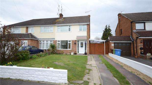 3 Bedrooms Semi Detached House for sale in Field Way, Aldershot, Hampshire