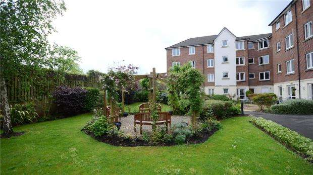 2 Bedrooms Retirement Property for sale in Kingsley Court, Windsor Way, Aldershot