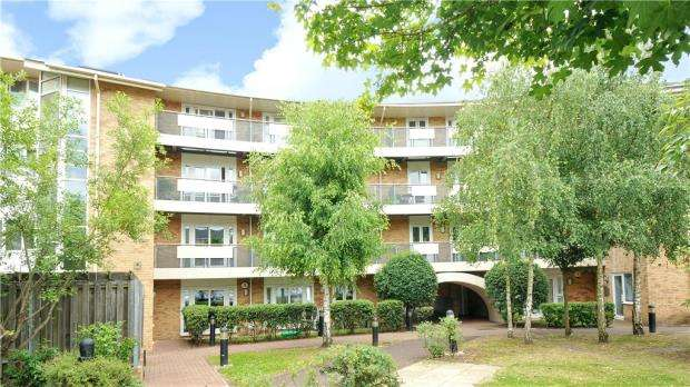 2 Bedrooms Apartment Flat for sale in Branagh Court, Oxford Road, Reading