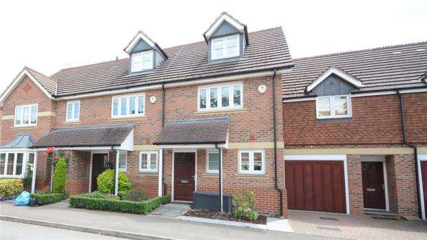 2 Bedrooms Terraced House for sale in Dowles Green, Wokingham, Berkshire