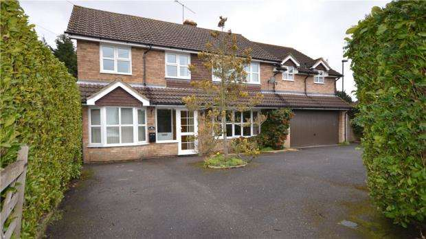 5 Bedrooms Detached House for sale in Highfield Lane, Maidenhead, Berkshire