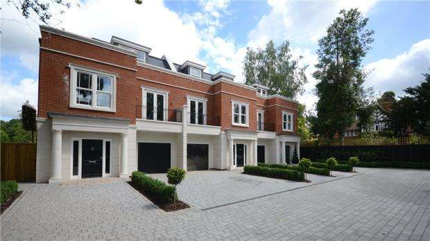 4 Bedrooms End Of Terrace House for sale in Waterloo Road, Crowthorne