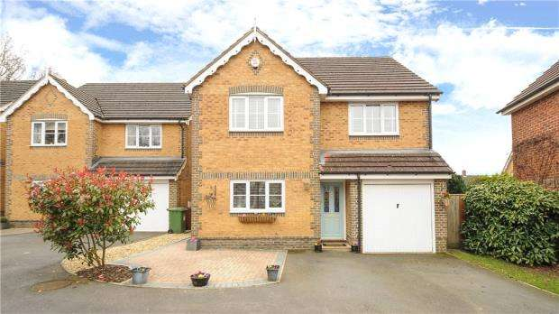 4 Bedrooms Detached House for sale in Price Gardens, Warfield, Berkshire