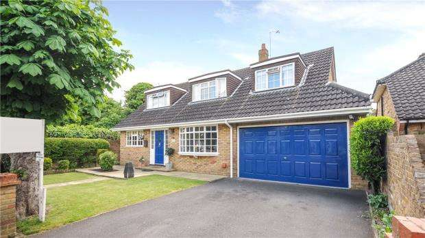 4 Bedrooms Detached House for sale in 1A Buccleuch Road, Datchet, SL3 9BP
