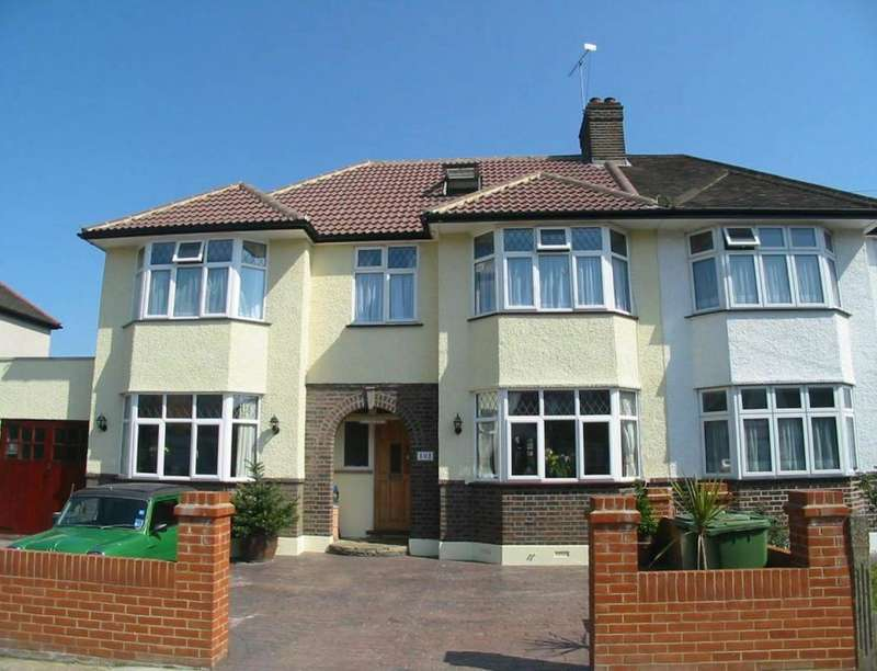 5 Bedrooms Semi Detached House for sale in Argyle Avenue, Whitton, Hounslow, TW3