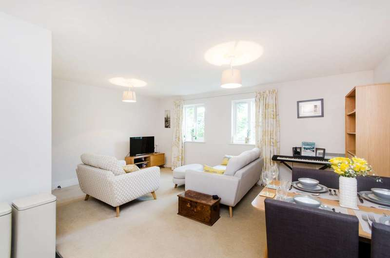 1 Bedroom Flat for sale in Colborne Court, South Wimbledon, SW19