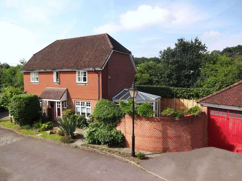 4 Bedrooms Detached House for sale in Foxwood Close, Wormley