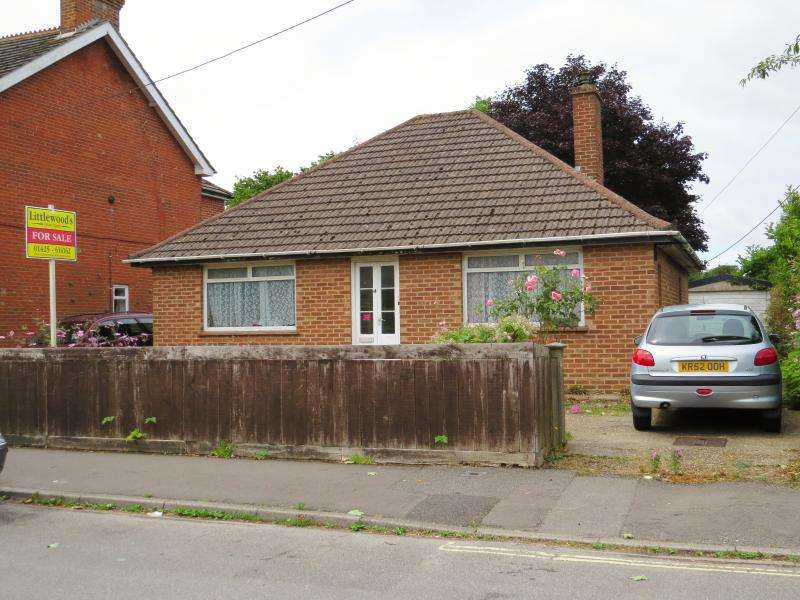 2 Bedrooms Bungalow for sale in Hobart Road, NEW MILTON, BH25