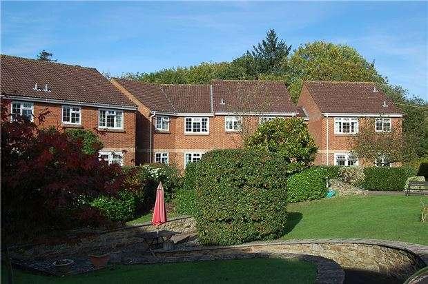 2 Bedrooms Flat for sale in Home farm court, Greenway Lane, Charlton Kings, CHELTENHAM, Gloucestershire, GL52 6LA