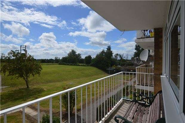 3 Bedrooms Flat for sale in Ashchurch, TEWKESBURY, Gloucestershire, GL20 8LH