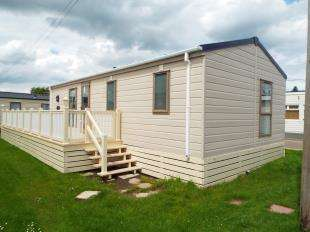 2 Bedrooms Bungalow for sale in Alberta Holiday Park, Faversham Road, Seasalter, Whitstable