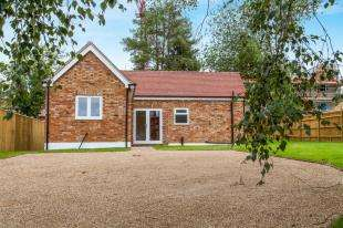 3 Bedrooms Bungalow for sale in Hillside Court, Cranbrook Road, Hawkhurst, Cranbrook