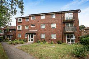 2 Bedrooms Flat for sale in Parrs Close, Sanderstead, South Croydon