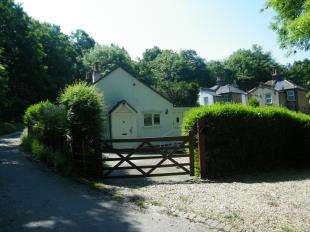 2 Bedrooms Bungalow for sale in Alwen Cottages, Badgers Hole, Croydon