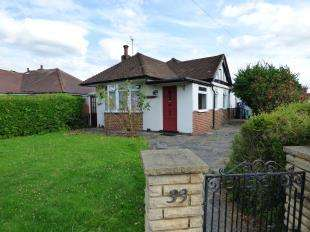 2 Bedrooms Bungalow for sale in Woodmere Avenue, Shirley, Croydon, Surrey