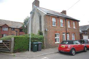 2 Bedrooms Semi Detached House for sale in Mill Drove, Uckfield, East Sussex
