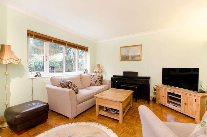 2 Bedrooms Maisonette Flat for sale in Upper Brighton Road, Surbiton, KT6