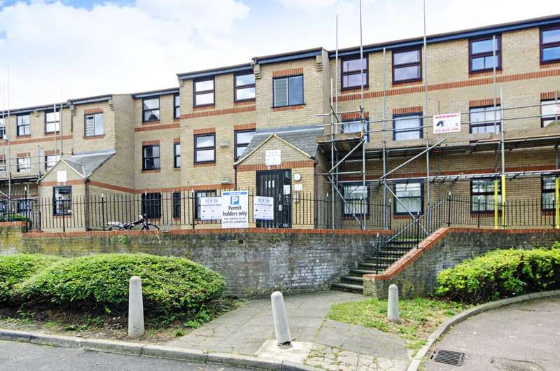 1 Bedroom Flat for sale in Edmeston Close, Homerton, E9