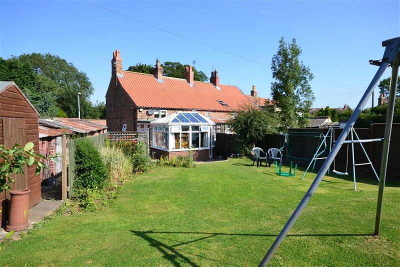 2 Bedrooms Cottage House for sale in Main Street, Seaton, East Yorkshire