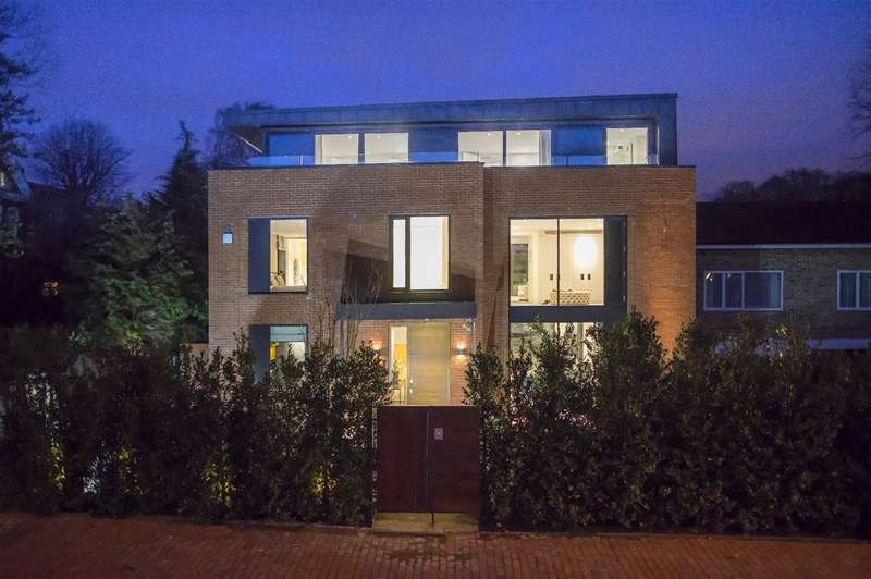 5 Bedrooms Detached House for sale in Redington Road, Hampstead, NW3