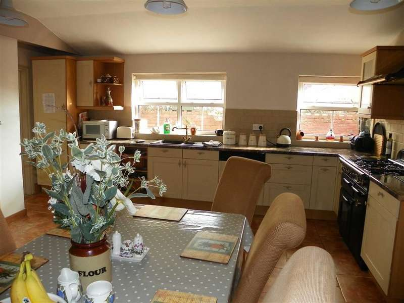 3 Bedrooms Property for sale in Bridge Street, Kidwelly