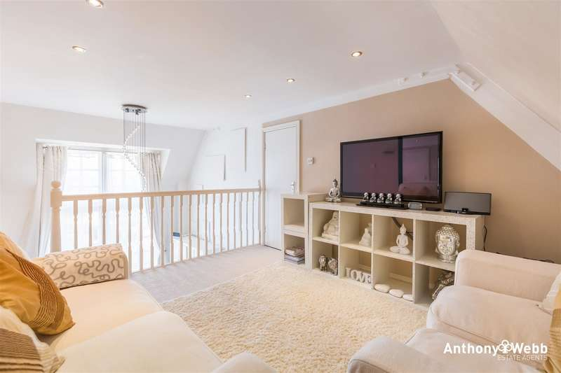 2 Bedrooms Property for sale in Menlo Lodge, Crothall Close, London N13