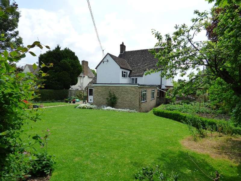 5 Bedrooms Detached House for sale in Abbey Way, Cirencester