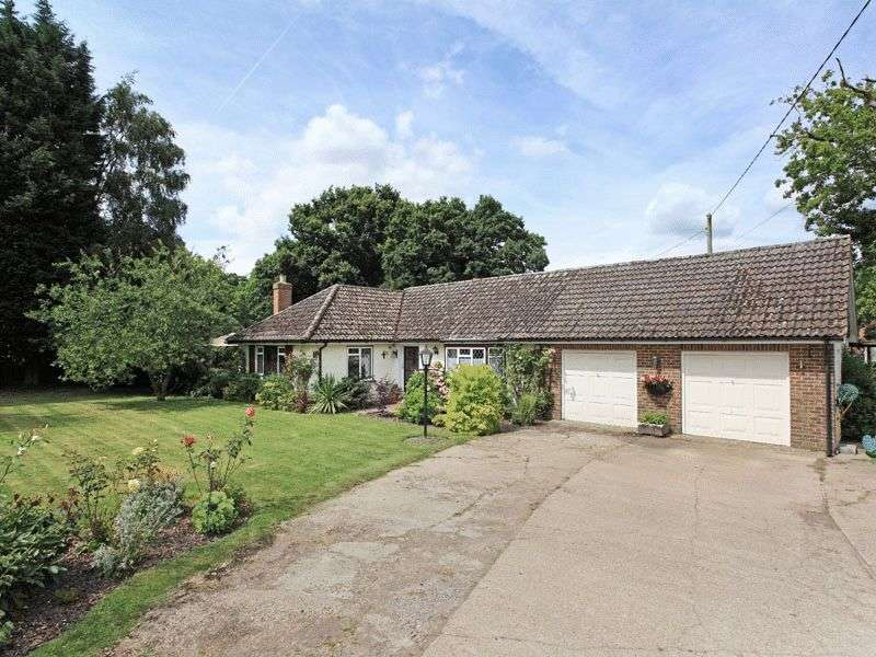4 Bedrooms Bungalow for sale in Hare Lane, Lingfield, Surrey