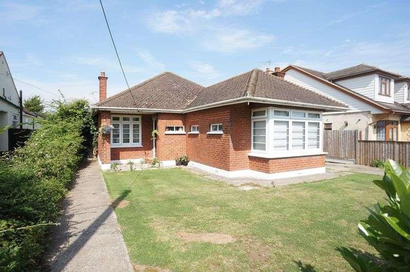 4 Bedrooms Detached Bungalow for sale in Spencer Road, Benfleet