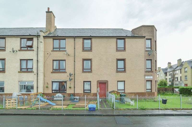 2 Bedrooms Flat for sale in 22/5 Royston Mains Street, Granton, Edinburgh, EH5 1LD