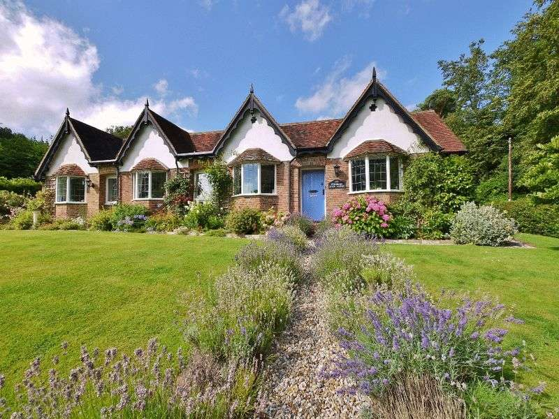 3 Bedrooms Detached Bungalow for sale in Old Church Road, Pembury