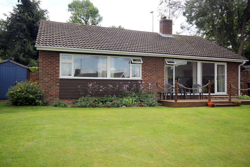 3 Bedrooms Detached Bungalow for sale in Wheatfield Crescent, Royston