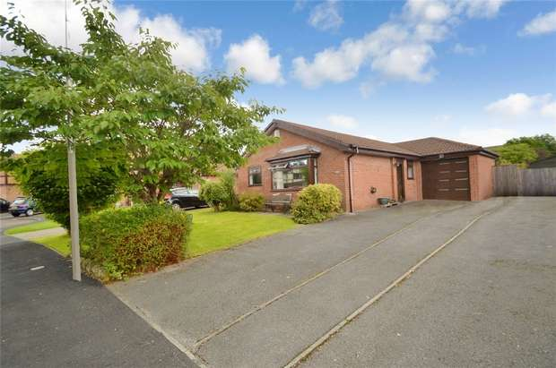 3 Bedrooms Detached Bungalow for sale in Rothay Drive, Reddish, Stockport, Cheshire