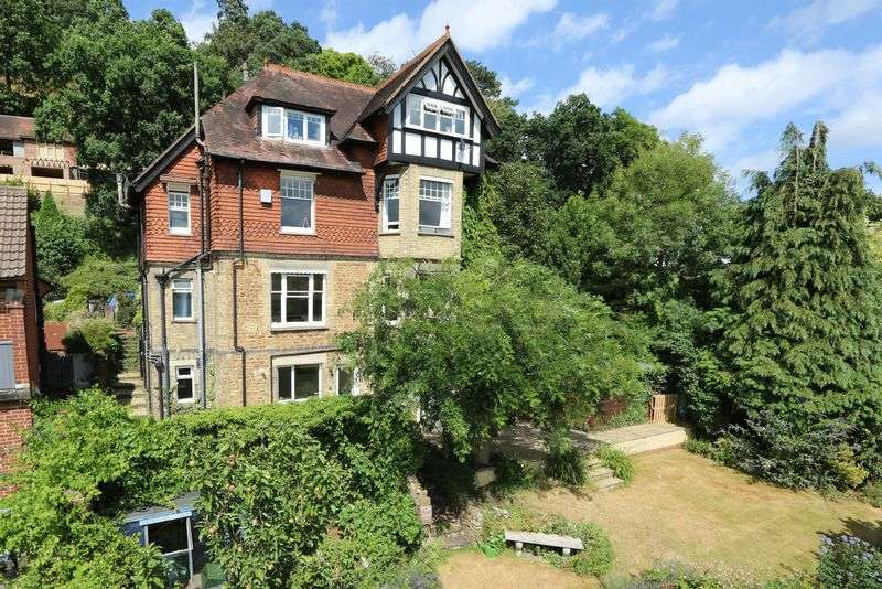 1 Bedroom Flat for sale in Godalming
