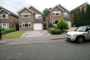 4 Bedrooms Detached House for sale in Ravenshead Close, Selsdon, Croydon