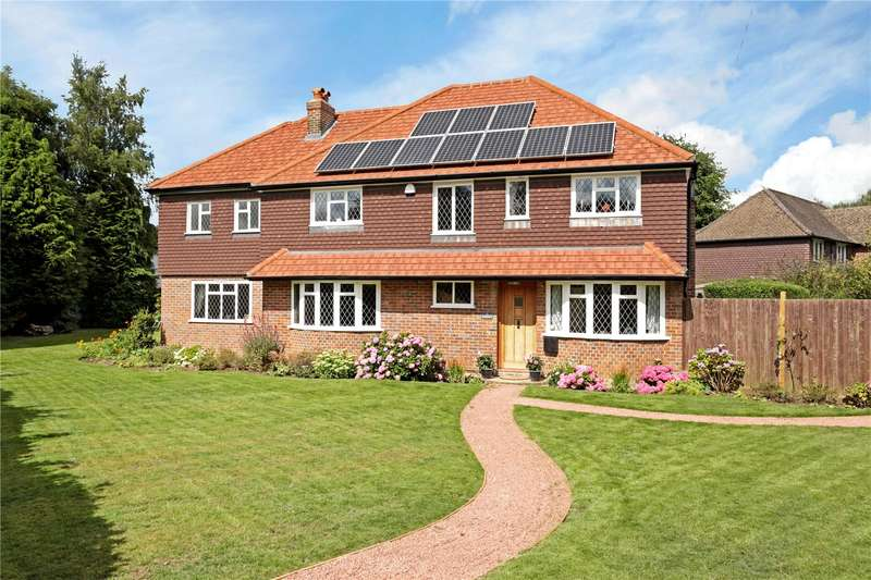 5 Bedrooms Detached House for sale in Tadorne Road, Tadworth, Surrey, KT20