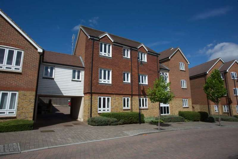 2 Bedrooms Flat for sale in Running Foxes Lane, Ashford, Kent