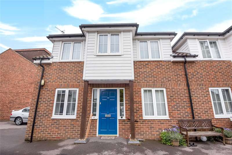 2 Bedrooms Semi Detached House for sale in Barkham Road, Wokingham, Berkshire, RG41