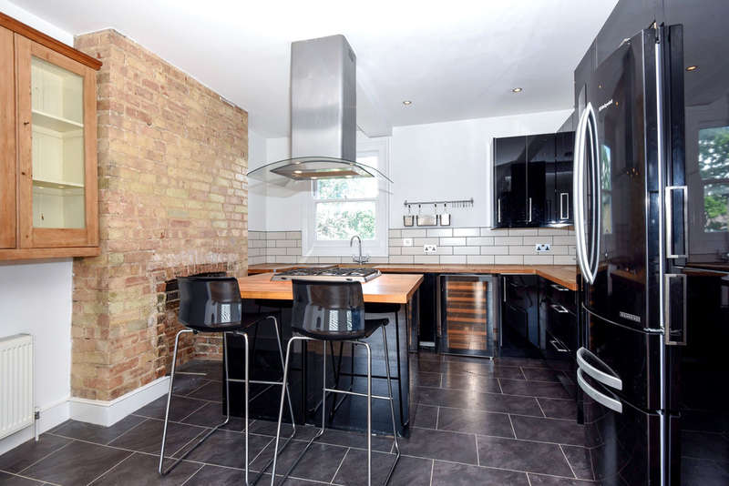 2 Bedrooms Flat for rent in College Road, London