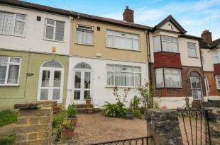 3 Bedrooms Terraced House for sale in Penderry Rise, Catford, London