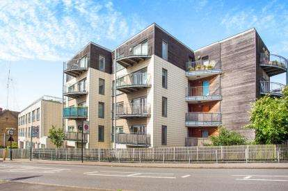 2 Bedrooms Flat for sale in Bridgepoint House, Sudbury Heights Avenue, Greenford, Middlesex