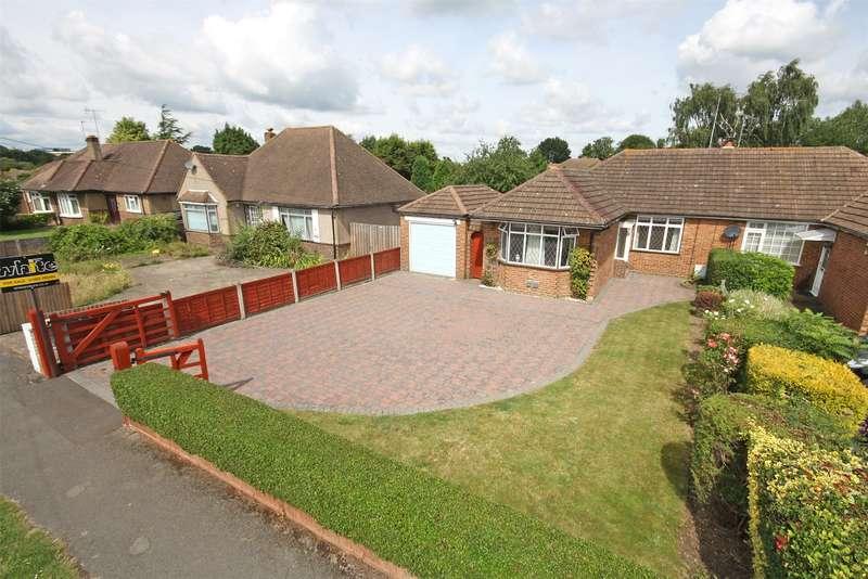 2 Bedrooms Semi Detached Bungalow for sale in Cheyne Walk, Horley, RH6